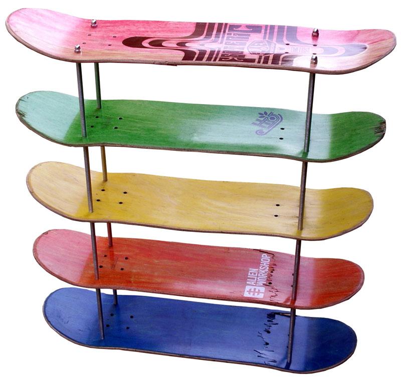 Étagères a cd en planches de skates usagées 01