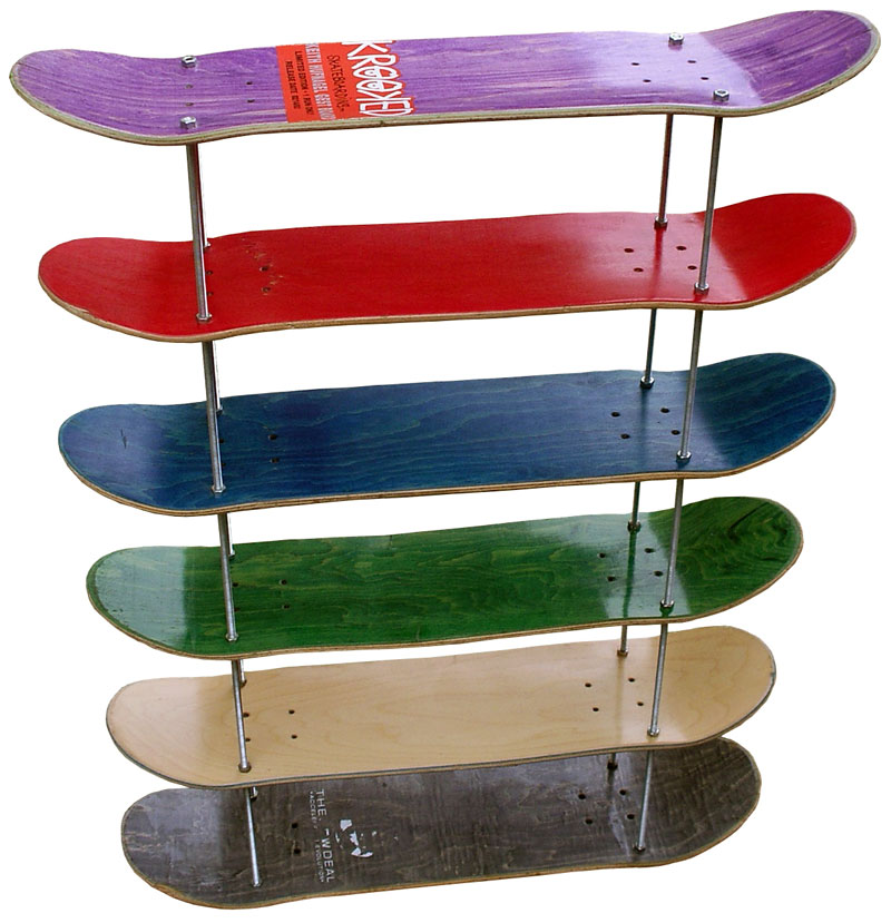 Étagères a cd en planches de skates usagées 02